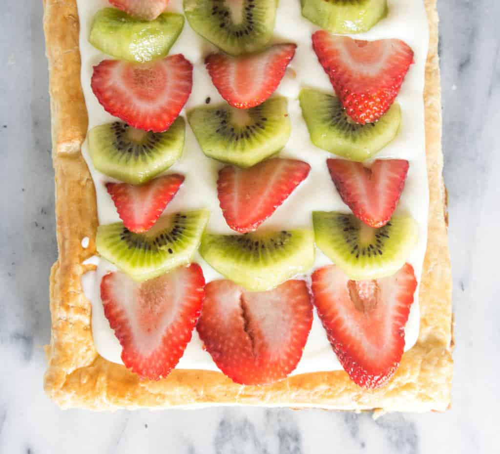 overhead shot of the completed strawberry kiwi tart