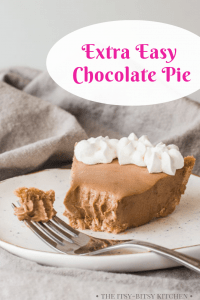 Pinterest image for easy chocolate pie with text overlay