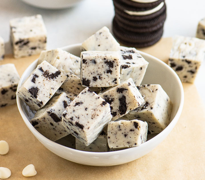 bowl of Oreo fudge with a stack of Oreos behind it